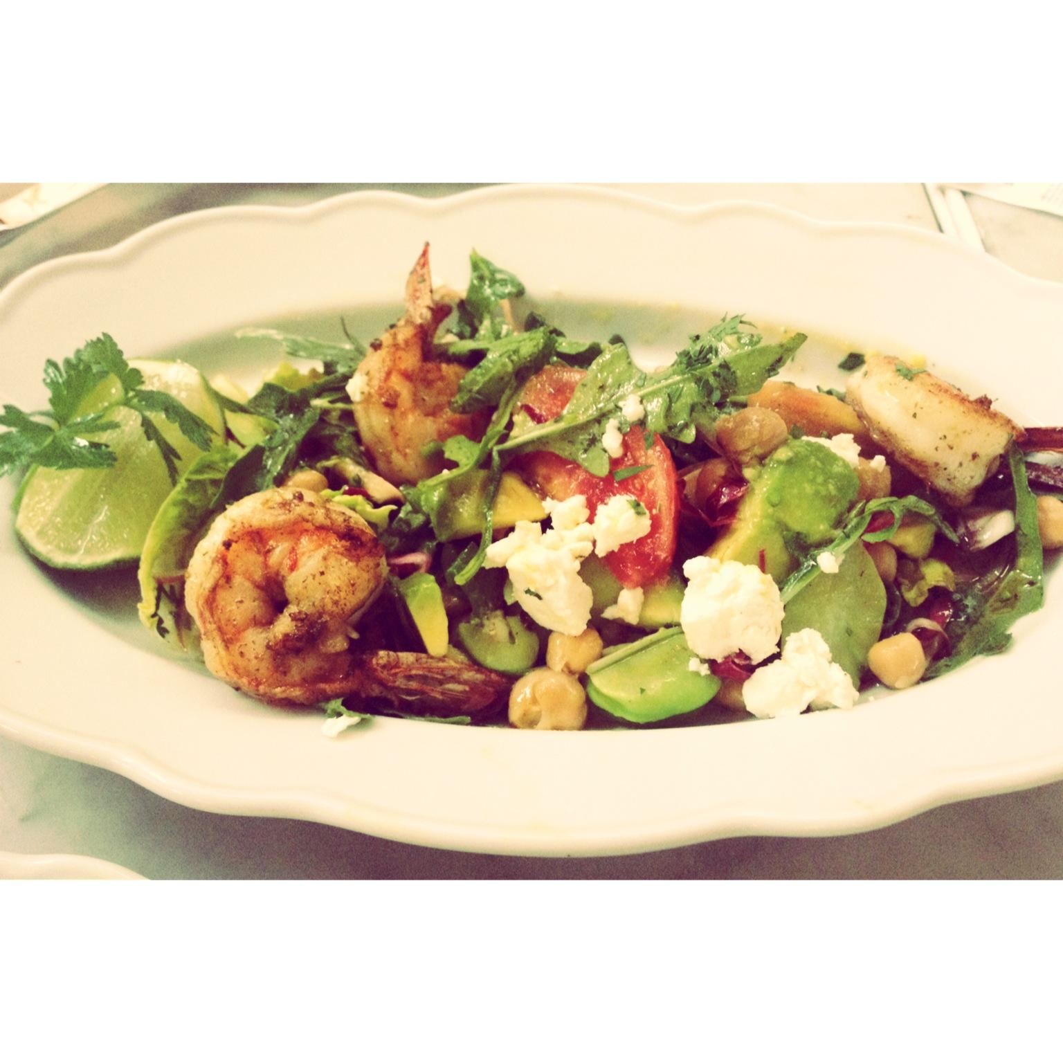 Primi sutil combinaci n de la comida italiana y - Ensalada de langostinos ...